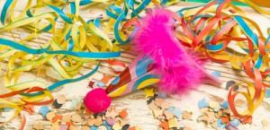 Karneval Luftschlangen auf dem Boden, das Fest ist vorbei, die Fastenzeit kommt