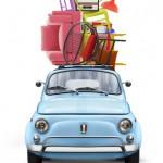 Fiat 500 mit Gepäck auf dem Dach, Kinder ziehen aus, Empty Nest Syndrom